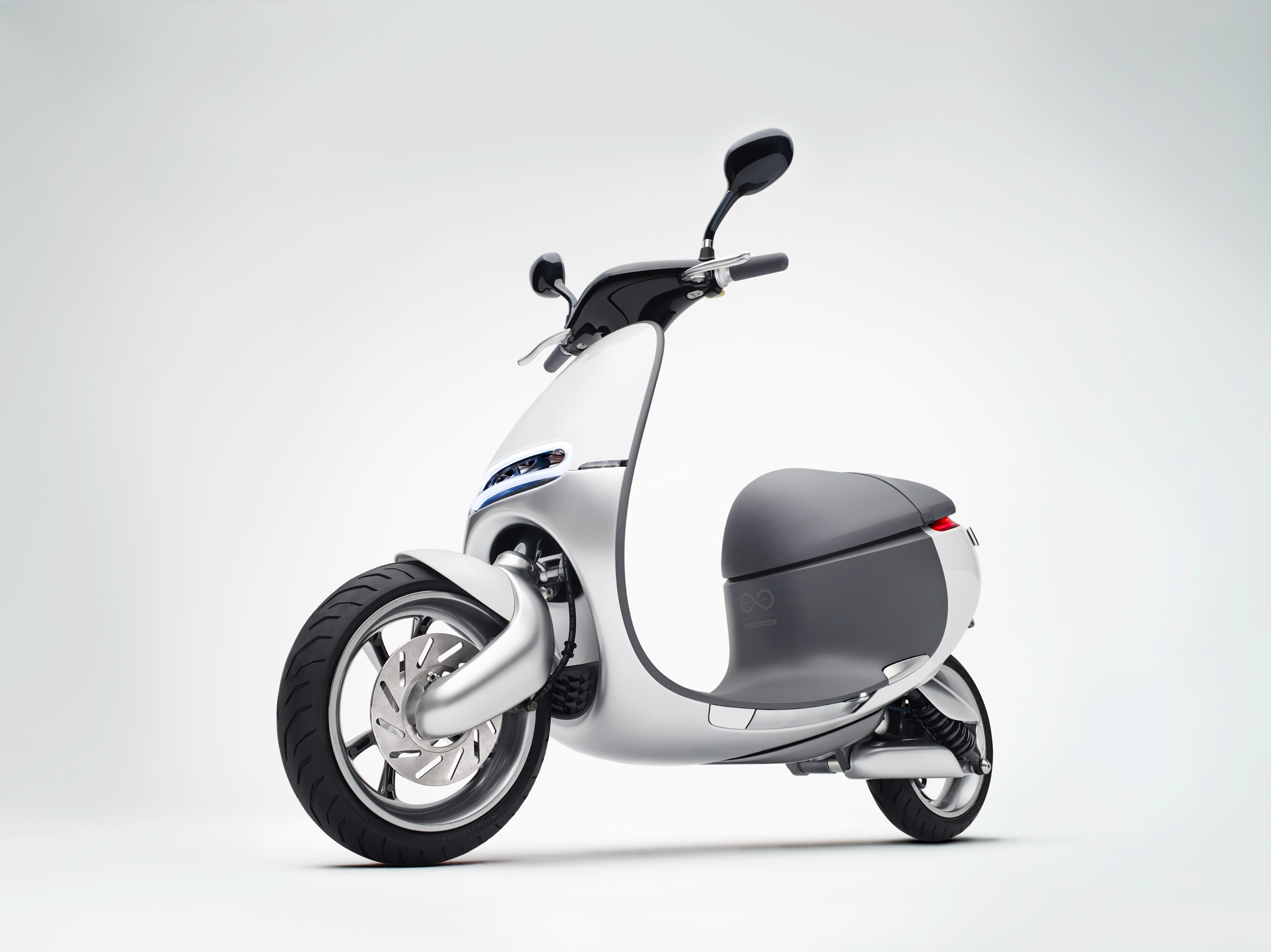 Gogoro-Front-Left-Quarter-View-0617.jpg
