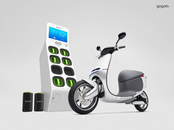 Gogoro-Family-Shot_300dpi_smaller.jpg